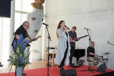 Bok och Hav: En internationell litteraturfestival 12 - 14 maj 2017 invigdes i galjonshallen på Marinmuseum i Karlskrona. Medverkande är författare, poeter, översättare m fl. Fr Ulf Bitte Appelqvist, Adée, Niclas Höglind, Kristofer Johansson.