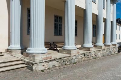 Fotodokumentation på Marinbasen i Karlskrona. Pelare till modellsalsbyggnaden. Byggnaden uppfördes 1784 på Kansligatan efter ritningar av Fredrik Henrik af Chapman.