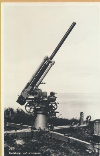 Karlsborg i början av 1900-talet. Luftvärnskanon.