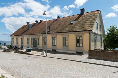 Fotodokumentation på Marinbassen i Karlskrona. Varvsamiralens kansli på Kansligatan, Warf Amirals Canzeli benämndes huset vid uppförandet 1809. Huset användes också av konstruktionschefen som kontor och ritrum.