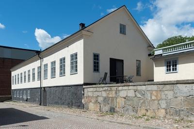 Fotodokumentation av Marinbasens byggnader. Snickeriverkstadsbyggnaden på Kansligatan uppfört i början1780-talet.