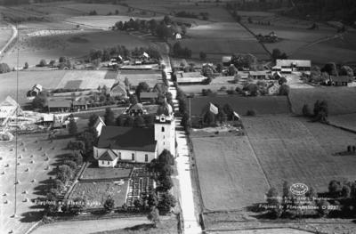 Flygfoto över Alseda Kyrka i Vetlanda Kommun. Nr. D. 2237