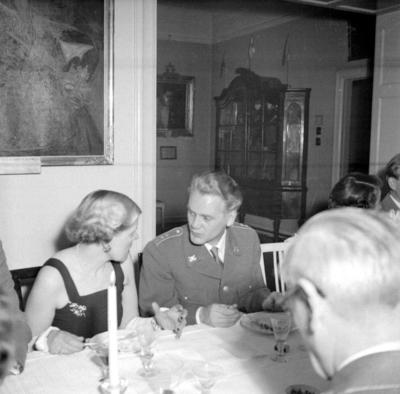 Årets höjdpunkt på mässen var den traditionstyngda Höstmiddagen med fruar. Musikdirektör Sten Sörholm.