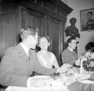 Årets höjdpunkt på mässen var den traditionstyngda Höstmiddagen med fruar.  Personer: ? Karlsson, Marianne Hällkvist och Sven Sandblom. Placering, se bild 2.