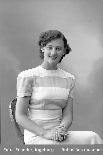 Enligt fotografens journal nr 7 1944-1950: Settergren, Fr. Kerstin Här.