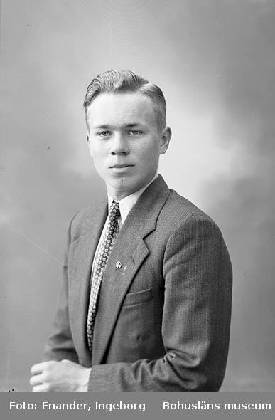 Enligt fotografens journal nr 8 1951-1957: Svensson, Herr Stig Vallby, Solberga.