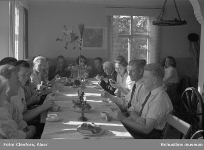 Text till bilden: Ålevik. Lysekils Folkdansgille. 1947.09.07.