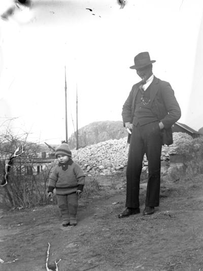 Troligen far med barn.