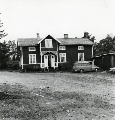 Öregrund. Nuvarande kontorsbyggnaden vid Rörhamns varv.