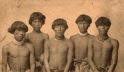 Nuoria napo-intiaanimiehiä