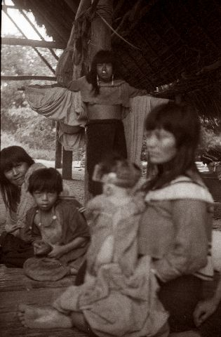 Shipibo-intiaaninaisia