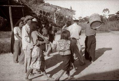 Shipibo-intiaanit tanssimassa
