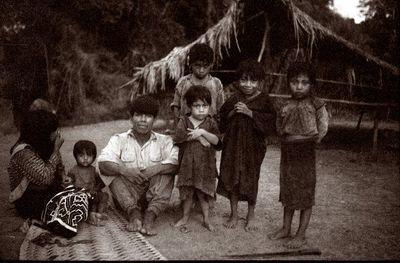 José ja Hortensia lasten ympäröimänä