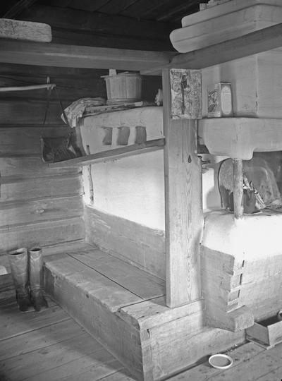 Suojärvi, Hyrsylä, Tšoroinniemi; Ivan Gerasimov Revon talo, uloslämpiävän pirtin uuninurkkaus