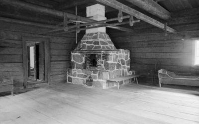 Rieskan eli Selkämän isontuvan uuni uudelleen rakennettuna Seurasaaren ulkomuseossa
