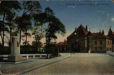 Opole : Bismarck - denkmal und Banhof [plac przed Dworcem Głównym z obeliskiem Bismarcka]