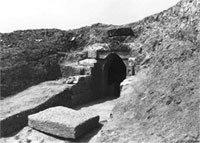 Πυραμιδοειδής τάφος Κραννώνας
