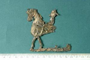 Фрагменти от сребърна позлатена пластина - конник. Задните крака и части от тялото са отчупени.