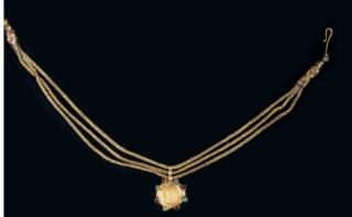 Огърлица с медальон-монета. Съкровище от Николаево.