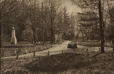 Piatra Neamţ. Parcul Cozla cu statuia N. Albu