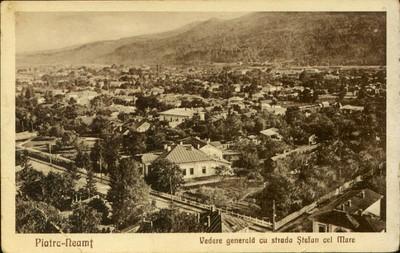 Piatra-Neamţ. Vedere generală cu strada Ştefan cel Mare