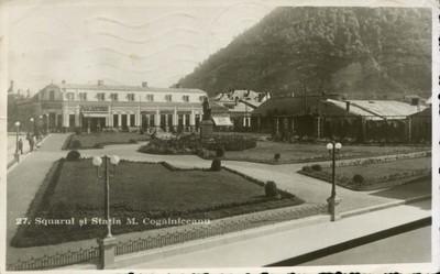 Piatra-Neamţ. Squarul şi staţia M. Cogălniceanu