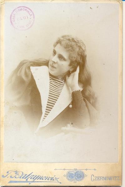 Portret de tânără