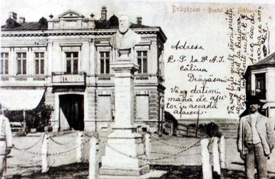 Orașul Drăgășani, în prim plan bustul lui I.C. Brătianu