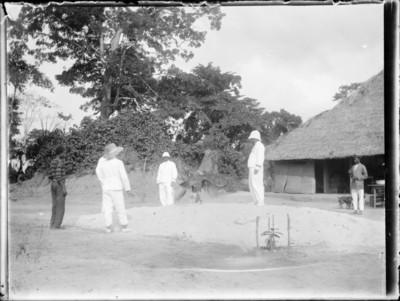 Coloniaux et indigènes avec marabout, Afrique #0730