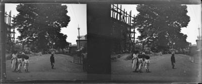 Rue avec bâtiment en construction, Afrique de l'Ouest #1554