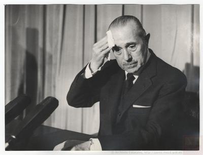 Arias Navarro anuncia en Televisión Española el fallecimiento del General Francisco Franco