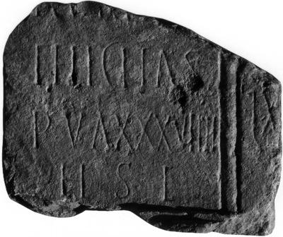 Stèle avec les deux épitaphes de Felicitas et d'un défunt âgé d'au moins 60 ans (ou d'une défunte)