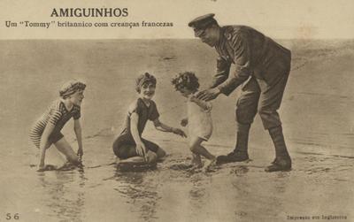 Amiguinhos, um Tommy britannico com creanças francezas: [Guerra 1914-1918]