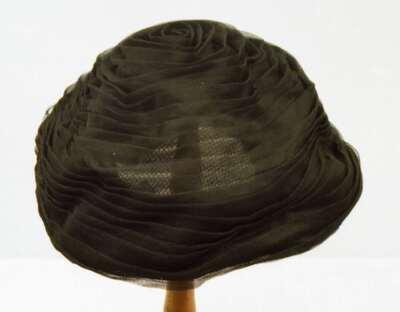 Cappello femminile modello berretto. 591c576db07c