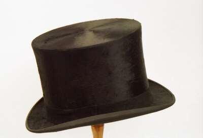 Cappello maschile modello a cilindro. d5d5801aa5ff