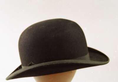Cappello maschile modello bombetta. c85a97c0e0de