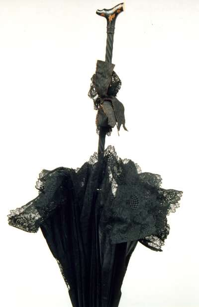Parasole in seta nera.