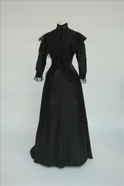 Zwarte damescorsage in damastzijde