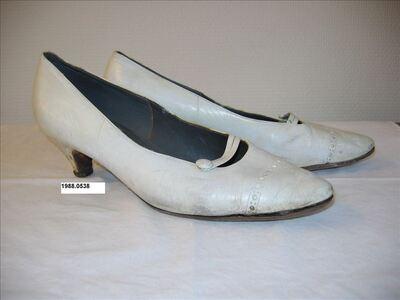 Schoenen in wit leer met lage hak