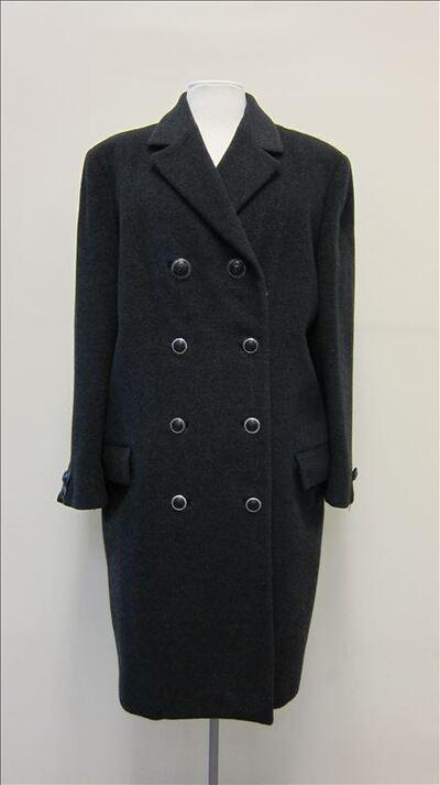 Mantel in donkergrijze wol met reverskraag en dubbele rij knopen