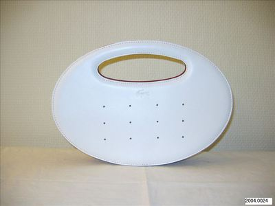 Ovale handtas in wit leer met rode binnekant