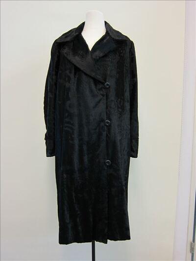Mantel in zwarte imitatiebont