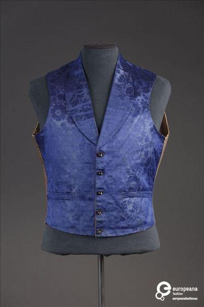 Gilet in kobaltblauwe zijde versierd met florale motieven in damast