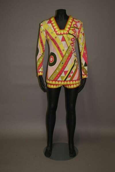 Completo composto da maglia e shorts in jersey di seta stampata, disegno