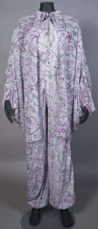 Pigiama Palazzo con casacca con maniche a pipistrello in chiffon di seta stampata, disegno