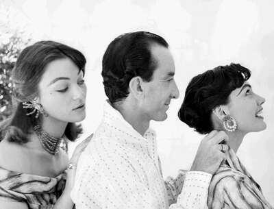 Il Marchese Emilio Pucci con le modelle Ivy Nicholson e Joanne Walker.
