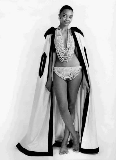 Majorca: costume bikini in fili di perle.