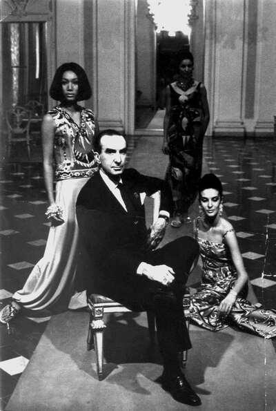 Marchese Emilio Pucci con modelle.
