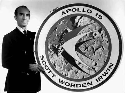 Marchese Emilio Pucci con il logo Apollo 15 per la Nasa.