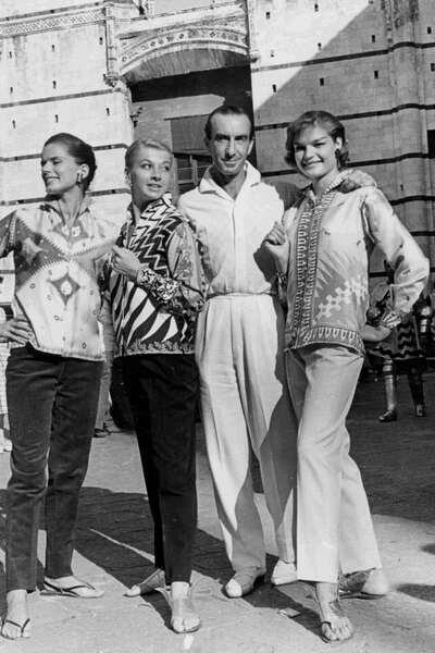 Il Marchese Emilio Pucci con le modelle della Collezione
